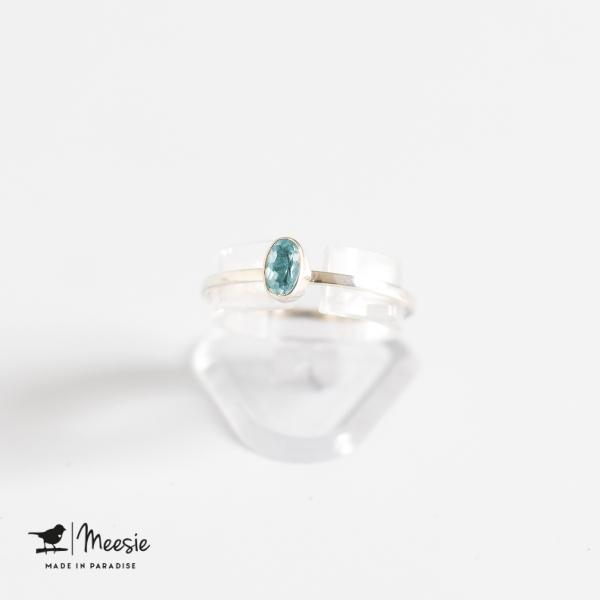Ring ovale blauwe Topaas edelsteen zilver