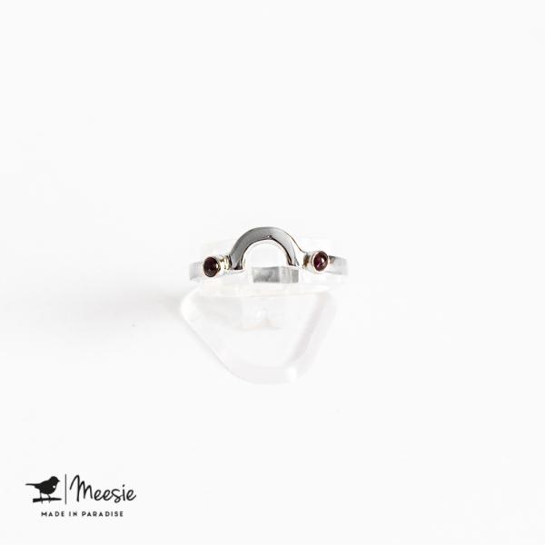 Ring boog met mini Granaat edelstenen zilver
